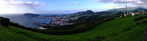 Horta vom Monte da Espalamaca, klare Sicht zum Cabeço gordo rechts oben