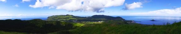 Blick von Graciosas Kraterrand auf die Insel