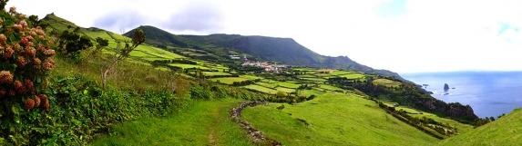 Blick auf Mosteiro und die Südwestküste