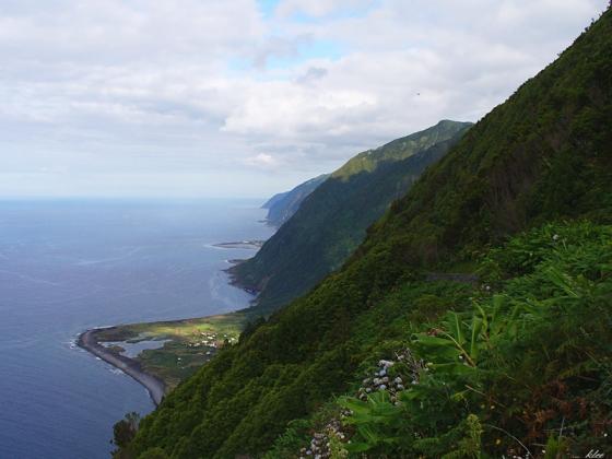 Die atemberaubende Nordküste São Jorges mit ihren vielen Fajãs