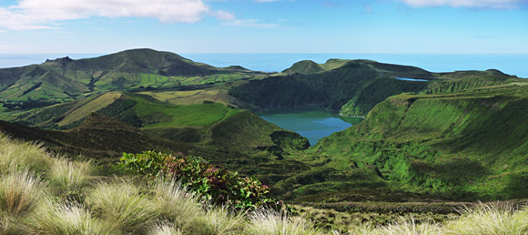 Die Kraterseen Lagoa Funda und Lagoa Rasa