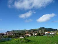 Blauer Himmel über Luz (Graciosa, Azoren)