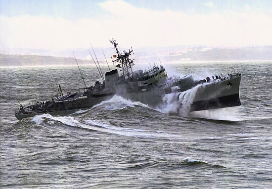 Portugiesische Fregatte vor Horta (Faial)