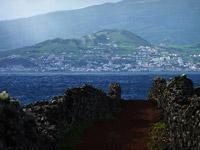 Blick von Pico nach Horta auf Faial