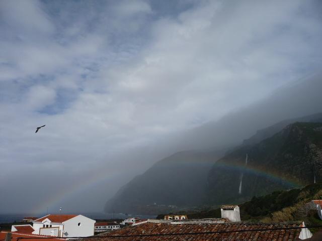 Regenbogen ueber Fajã Grande