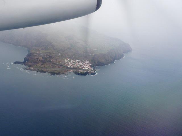 Corvos Landebahn von oben