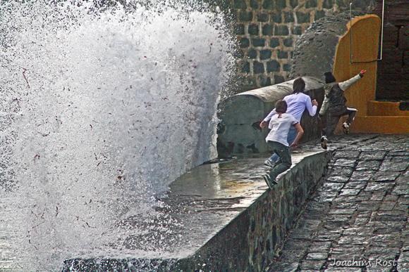 Jogos no Porto Pim - Spiel im Hafen