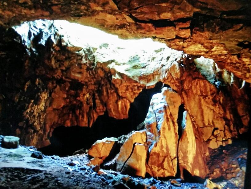 Im Innern der Vulkanhöhle
