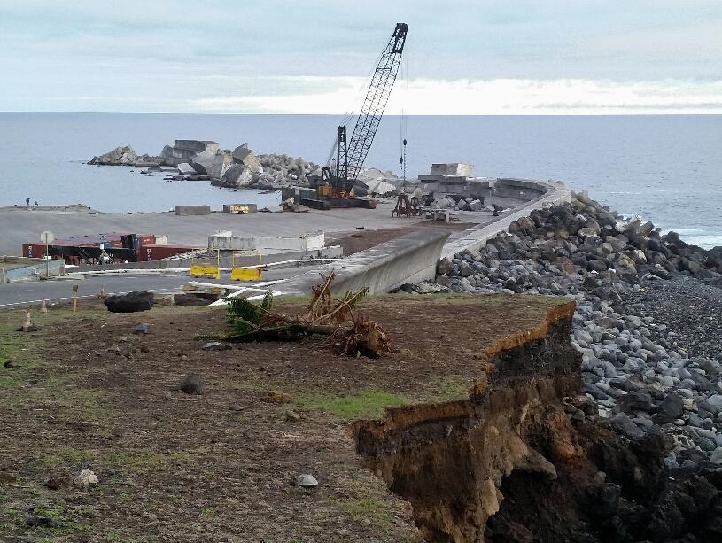 Zerstörte Hafenmauer